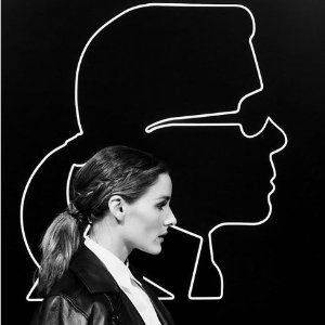 £75起 收老佛爷、Olivia 小人头LogoT恤Karl Lagerfeld × Olivia Palermo 合作系列上市 演绎不同风格