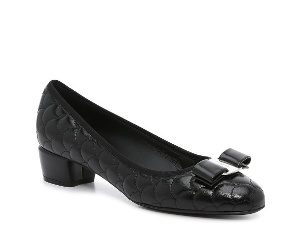 蝴蝶结低跟鞋