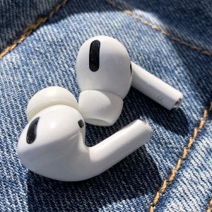 AirPods Max $729起,多色现货Apple Airpods Pro $318,Airpods 2仅$210