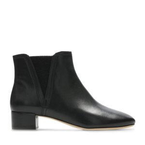 Clarks满$150享7折短靴