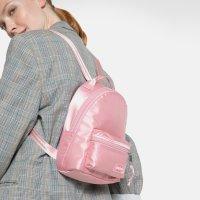 Eastpak 粉色亮面双肩包