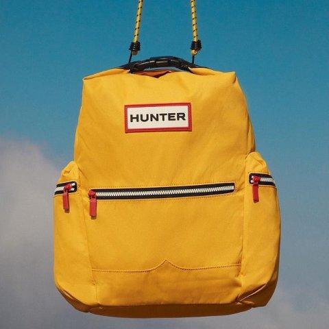 低至5折 €67收双肩包Hunter 简约主义潮服 收经典雨靴、多功能双肩包、外套等