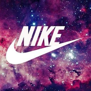 低至7折 £19大童款T恤白菜价入大码Nike英国官网折扣区夏季大促 Air系列收起来 运动装备买不停