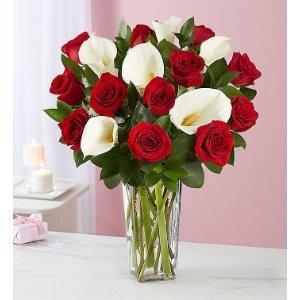 红玫瑰+百合花束+透明花瓶