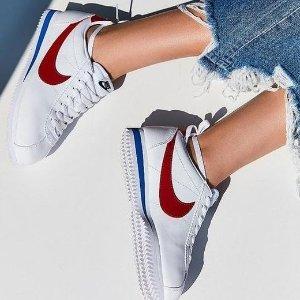 $57 (原价$95) 红白、黑白配色Nike Cortez 经典阿甘鞋特卖 超模贝拉同款