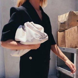 $1495起+免邮 冷淡慵懒超有气质Bottega Veneta 时尚圈风靡的云朵包 大哥的女人都在背