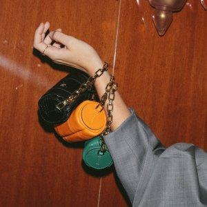 7折起+包所有税费 新款7.5折Manu Atelier 新款包包速递 $229到手价收封面圆筒链条包