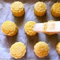 中秋吃货必备技能 美心流心奶黄月饼食谱