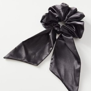 Urban OutfittersBlackpink类似款黑色绸缎发圈