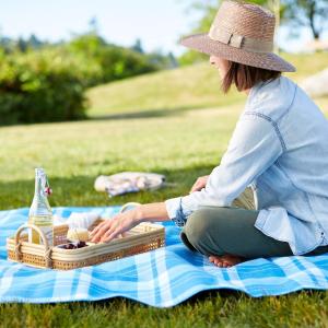 $19.99起 野餐搭配利器户外野餐必备用品热卖 收竹编野餐篮+餐具+餐垫套装