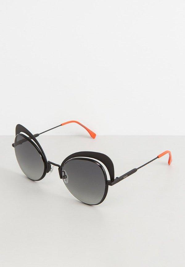 摩登黑色墨镜