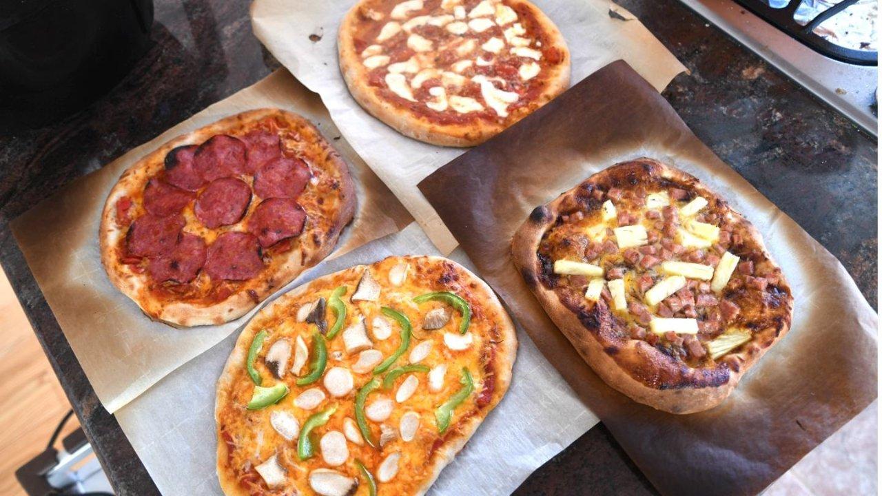 从烤箱里拿出料足味美的披萨的那一刻,内心的狂喜是难以言喻的!
