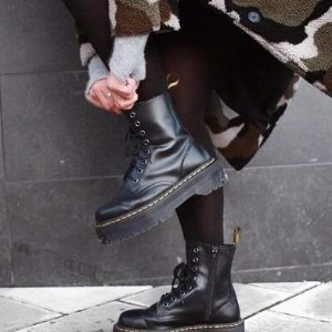 6.8折起 收封面同款马丁靴Dr.Martens 马丁靴 $129.99收1460经典8孔马丁靴 手慢无码