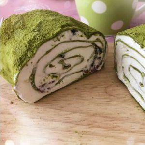 The Hottest DessertMatcha Cranberry Cake Roll