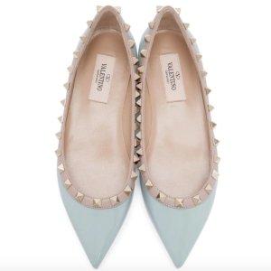 $635 (官网$860) 黄金码有货Valentino 蓝色尖头铆钉平底鞋 定价优势