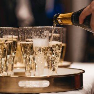 6.3折 €21.99体验3个国家的热情豪华起泡酒套装热卖 聚会庆祝必备 来一场真正的趴体