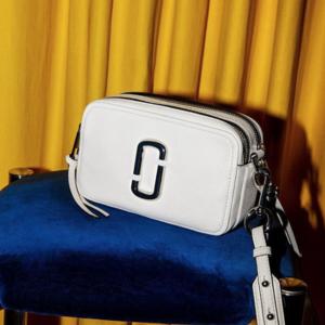 超人气白色款凑单£186入,无门槛78折+最高满额7折!大上新:Marc Jacobs 美包热卖 百搭神器相机包 女星人手一个!