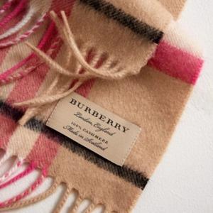 现价$299约£211 (原价$435)  粉色也有货JomaShop 精选 苏格兰制造 Burberry 英伦风羊绒围巾热卖 多色款