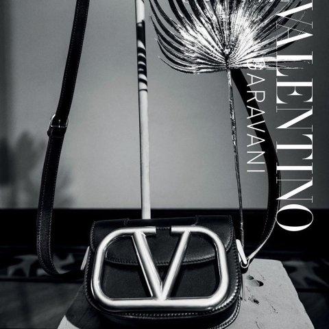 无门槛7折 封面新款有货Valentino 华伦天奴人气美包美鞋 超值价收经典铆钉系列