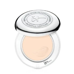 it COSMETICSConfidence in a Compact Foundation with SPF 50+