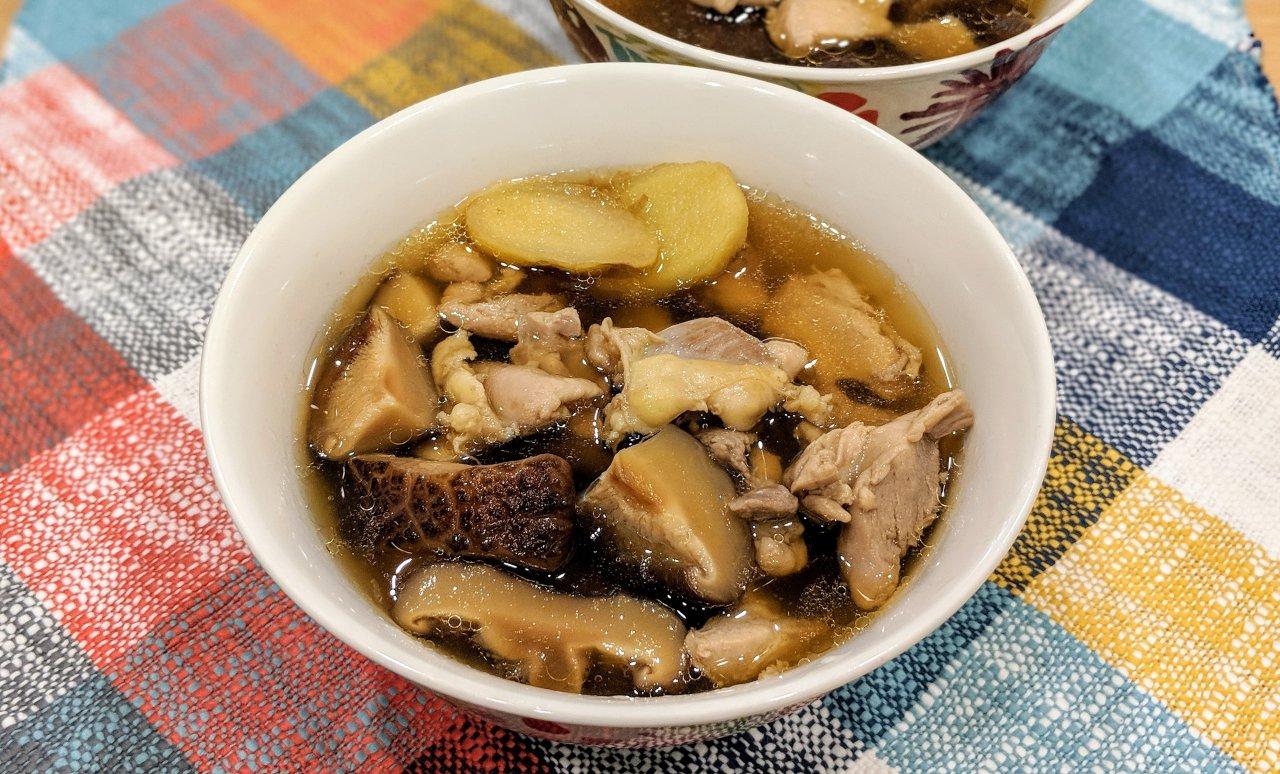 懒人食谱   营养健康的香菇鸡汤,做成汤面也好吃