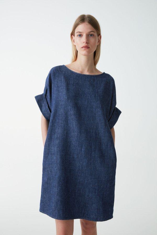 蓝色牛仔连衣裙