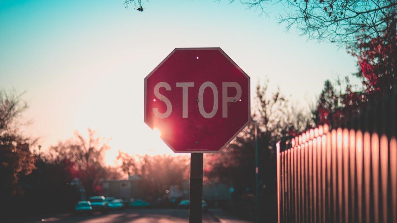 在美国开车你需要知道什么? | 美国交通标志详解+行车注意事项