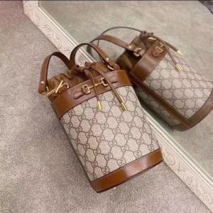 无门槛8.5折 €1266收封面同款限今天:Gucci 爆款大促 1955水桶包、马卡龙色Marmont、老爹鞋都有
