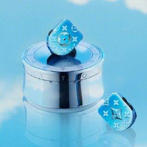 1月15日发售 梦幻配色你爱吗Louis Vuitton 耳机中的凡尔赛 渐变天空蓝配色的无线耳机要来啦
