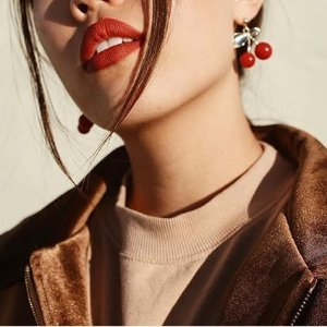 New ArrivalVelour Extreme Matte Lipsticks @ Laura Mercier