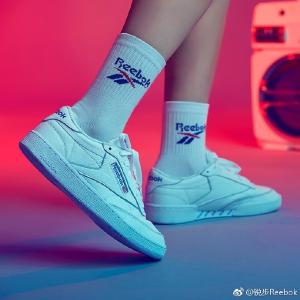 6折 €50(原价€85)Reebok 经典系列中流砥柱CLUB C 收陈伟霆同款小白鞋