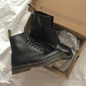 新人8.5折 经典黑色8孔£118Dr.Martens 新品直接参与折扣 经典款大汇总 潮酷girl必备马丁靴