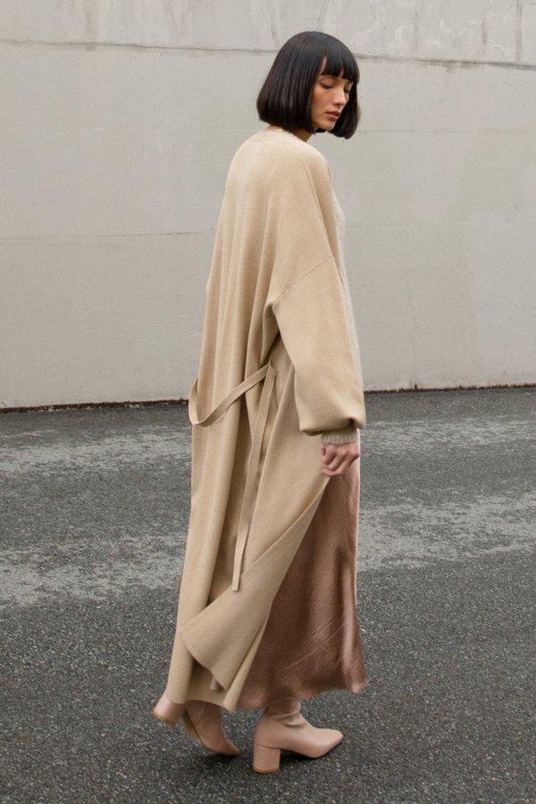 针织驼色风衣