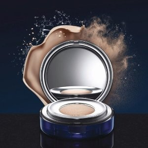 Limited Time Only!Explore La Prairie's New Compact Foundation and Receive A Free Gift @ La Prairie