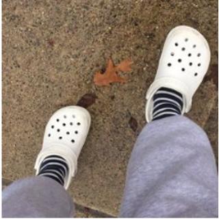 低至5折+两双额外9折/三双额外85折Crocs 舒适鞋履季末清仓大促 收经典洞洞鞋
