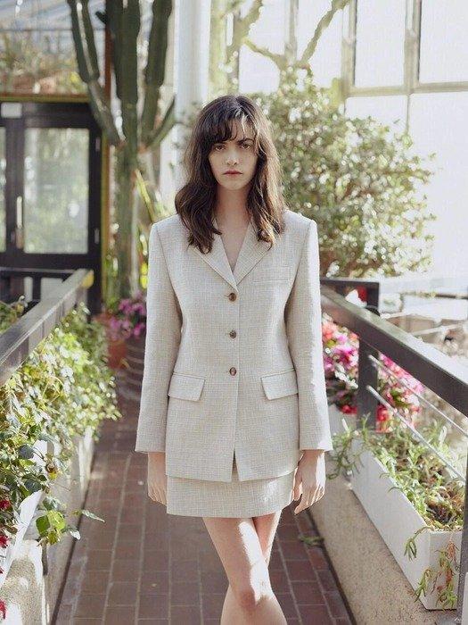 米白色西装外套