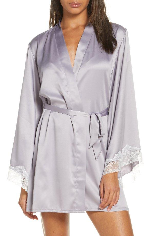 缎面蕾丝睡袍