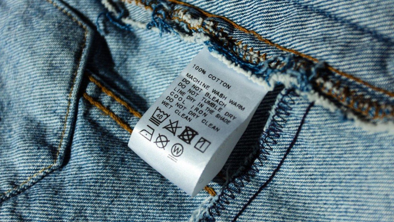一贴教你读懂衣标背后的秘密 | 从防伪到养护,你的衣标应该这么看