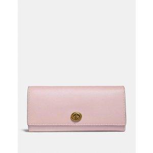 Coach粉色长款信封钱包