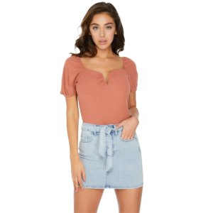 Safiya Notched V-Neck Top at Guess