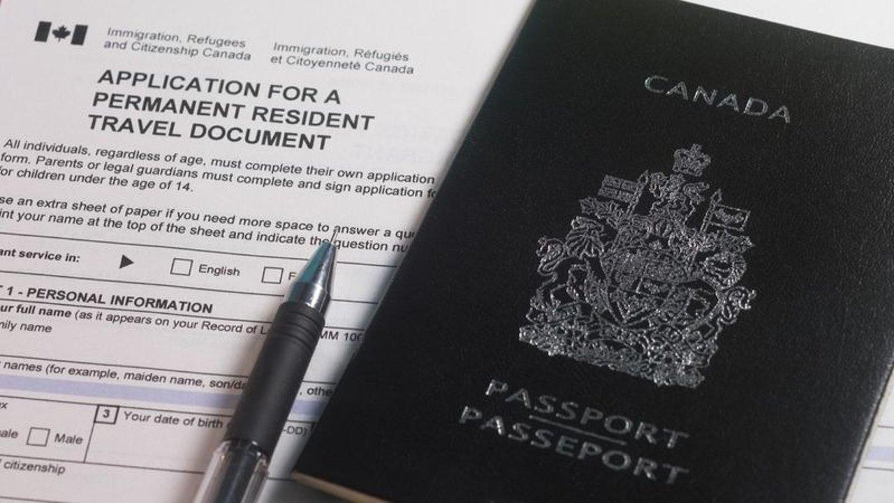 枫叶卡过期入境怎么办?解读加拿大永久居民旅行文件!办理要求和流程都在这儿了!