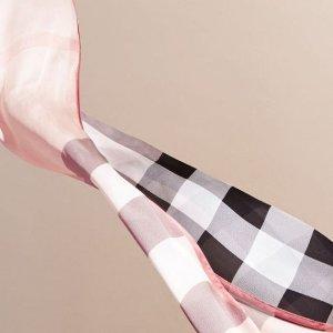 独家$278 (原价$390)独家:Burberry 经典款格纹围巾超低价热卖