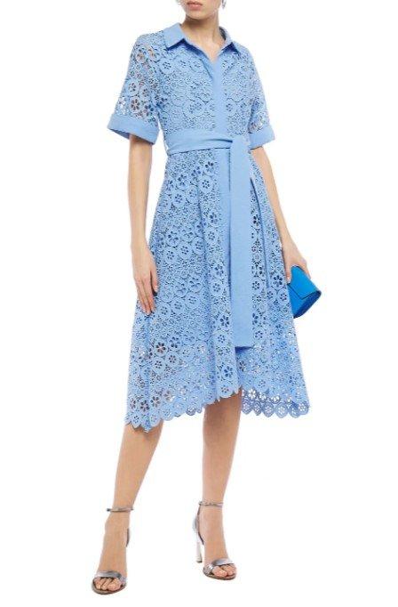 蓝色镂空花朵连衣裙