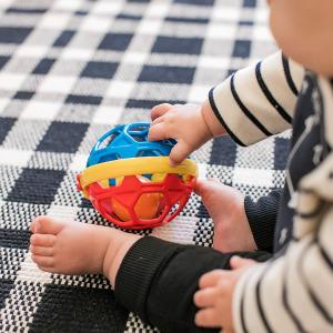 $7.59(原价$15.51)Baby Einstein 婴儿手抓球摇铃软球