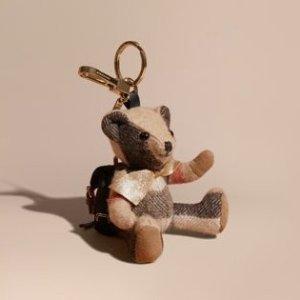 低至4.4折 $115收呆萌小熊独家:Burberry 小熊挂坠专场 钥匙、包包好朋友