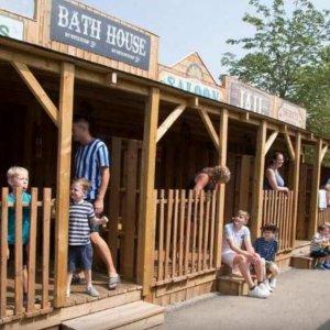 7.6折 含门票和农场住宿限今天:格利弗游记主题乐园家庭出游套餐 四人套餐限时£179