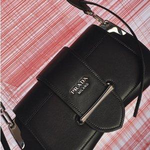 低至5.6折 €58收Logo袜子Prada全线私密折扣 Logo系列美衣、潮包、饰品好价入