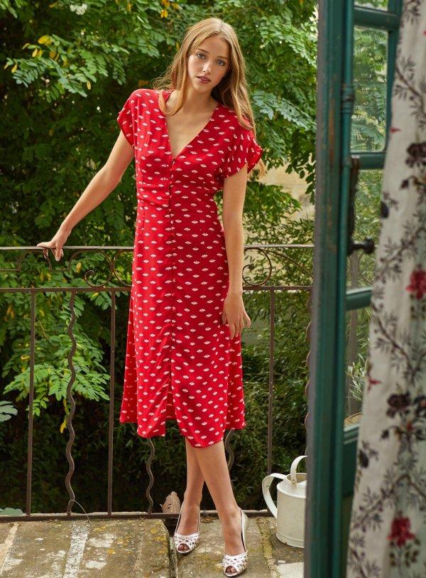 红色碎花连衣裙