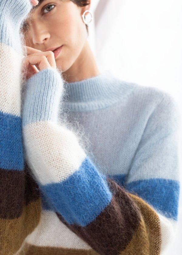 条纹拼色毛衣