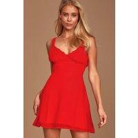 LULUS 复古红巨显白连衣裙